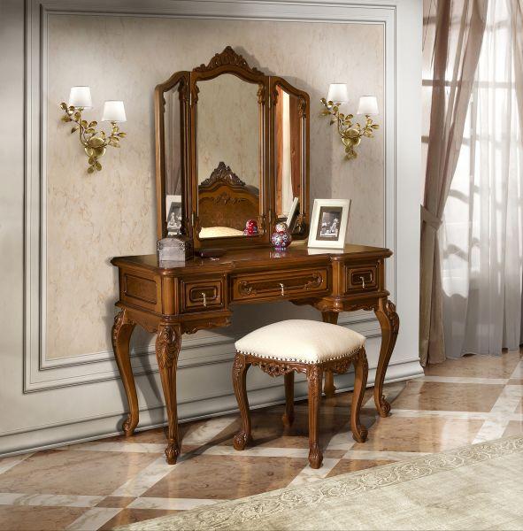 Toaleta Cleopatra cu tabureta